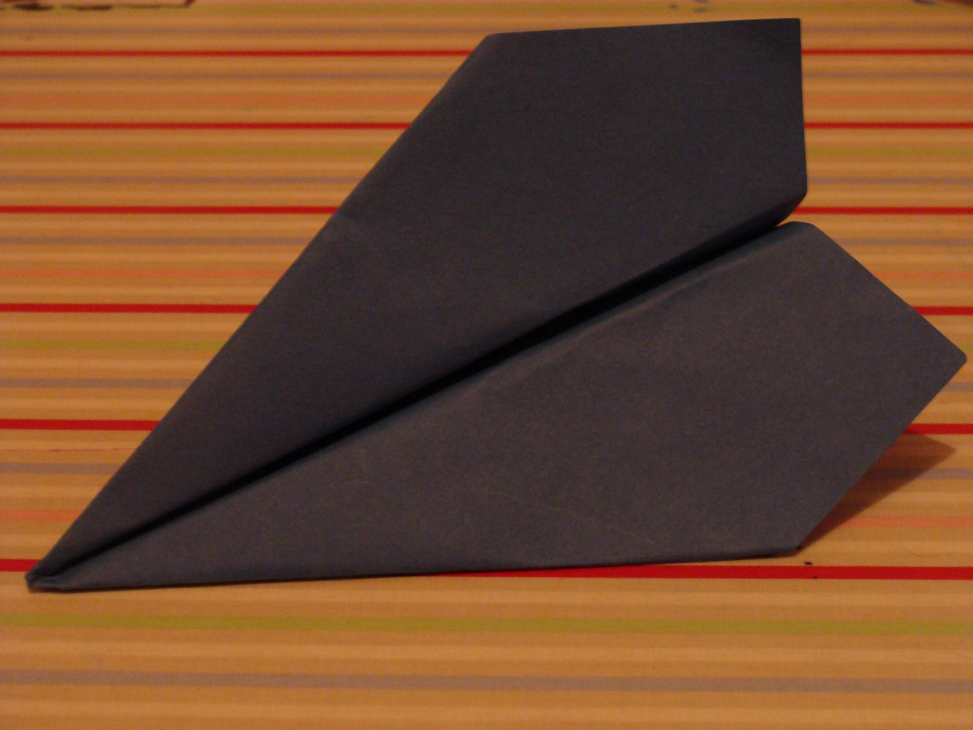 ein origami papierflieger casa colorata. Black Bedroom Furniture Sets. Home Design Ideas