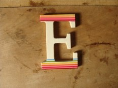Buchstabe E mit Masking Tape