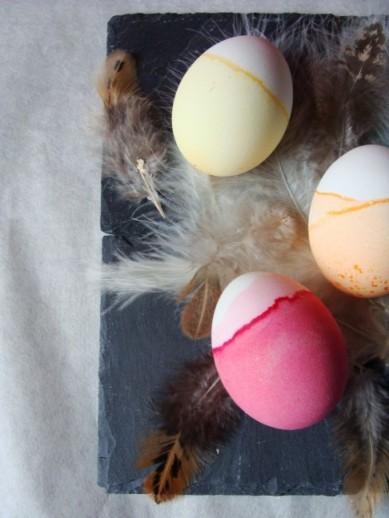 rosa und gelbes Ei