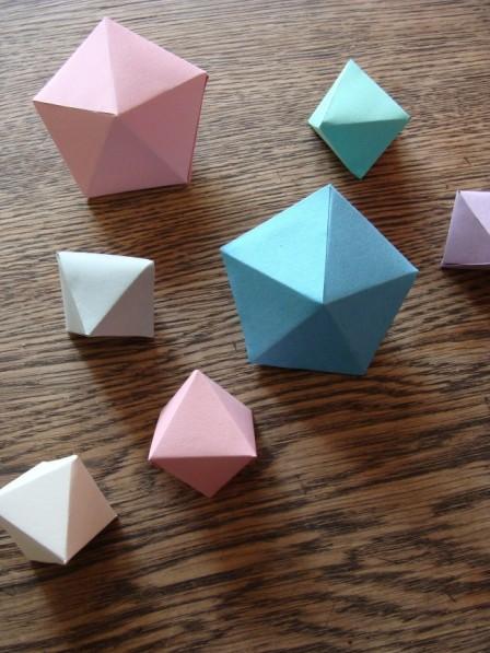 Kristalle und Diamanten aus Papier