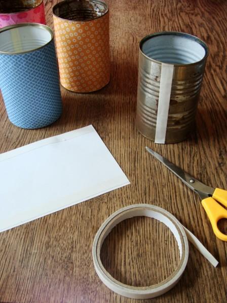 Dosen und Papier mit doppelseitigen Klebeband