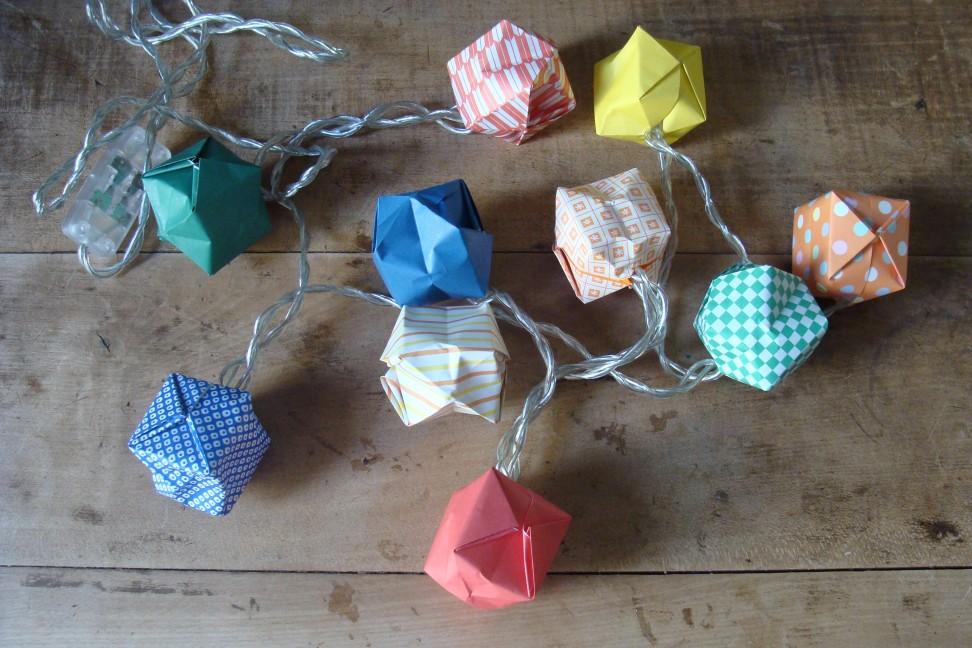 f r die kalte jahreszeit eine super einfache und ganz schnell gemachte origami lichterkette. Black Bedroom Furniture Sets. Home Design Ideas