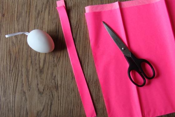 Ei und Neonfarbenes Papier