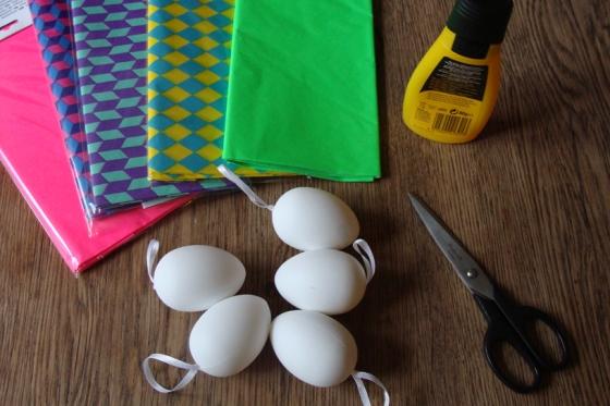 Eier und Seidenpapier