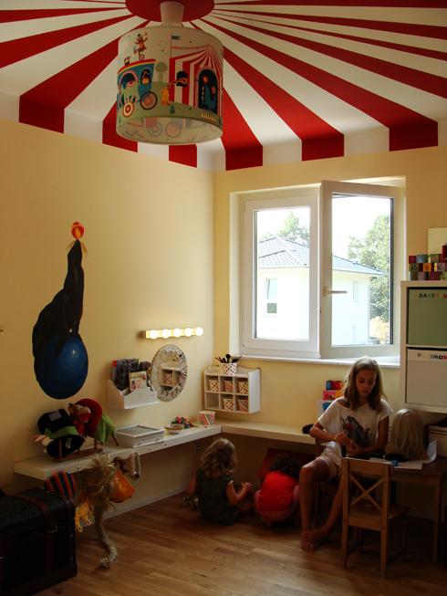 Spielzimmer mit Zirkusdecke
